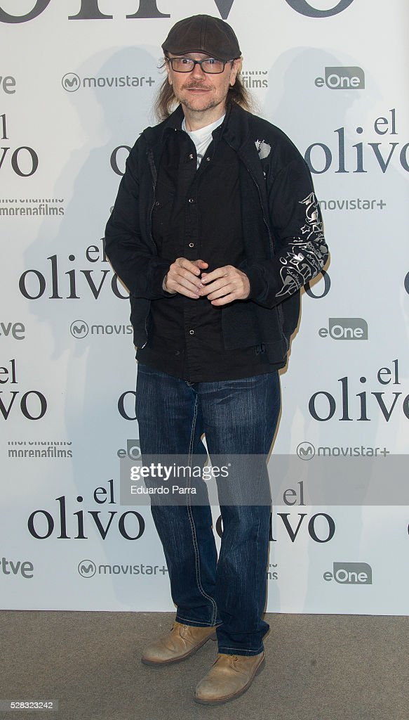 Actor <a gi-track='captionPersonalityLinkClicked' href=/galleries/search?phrase=Santiago+Segura&family=editorial&specificpeople=2221296 ng-click='$event.stopPropagation()'>Santiago Segura</a> attends 'El olivo' premiere at Capitol cinema on May 04, 2016 in Madrid, Spain.