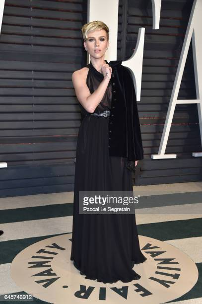 Actor Scarlett Johansson attends the 2017 Vanity Fair Oscar Party hosted by Graydon Carter at Wallis Annenberg Center for the Performing Arts on...