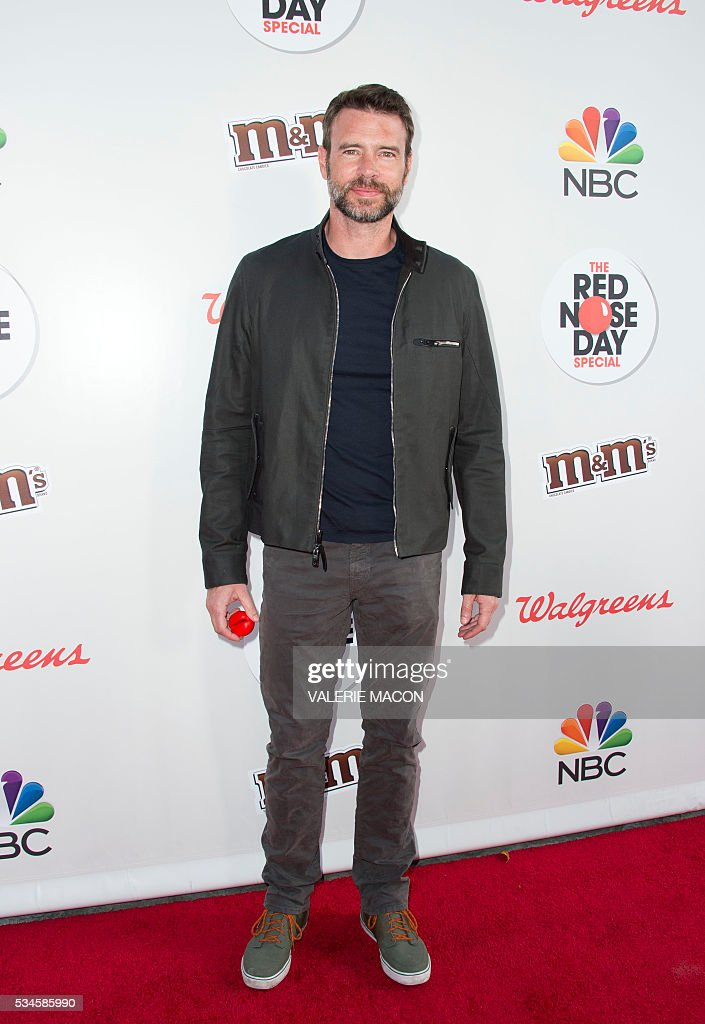 Actor Scott Foley attends the 2nd Red Nose Day Special on NBC, in Universal Studios, California, on May 26, 2016. / AFP / VALERIE
