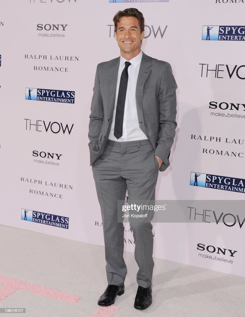 Actor <a gi-track='captionPersonalityLinkClicked' href=/galleries/search?phrase=Scott+Speedman&family=editorial&specificpeople=211282 ng-click='$event.stopPropagation()'>Scott Speedman</a> arrives at the Los Angeles Premiere 'The Vow' at Grauman's Chinese Theatre on February 6, 2012 in Hollywood, California.