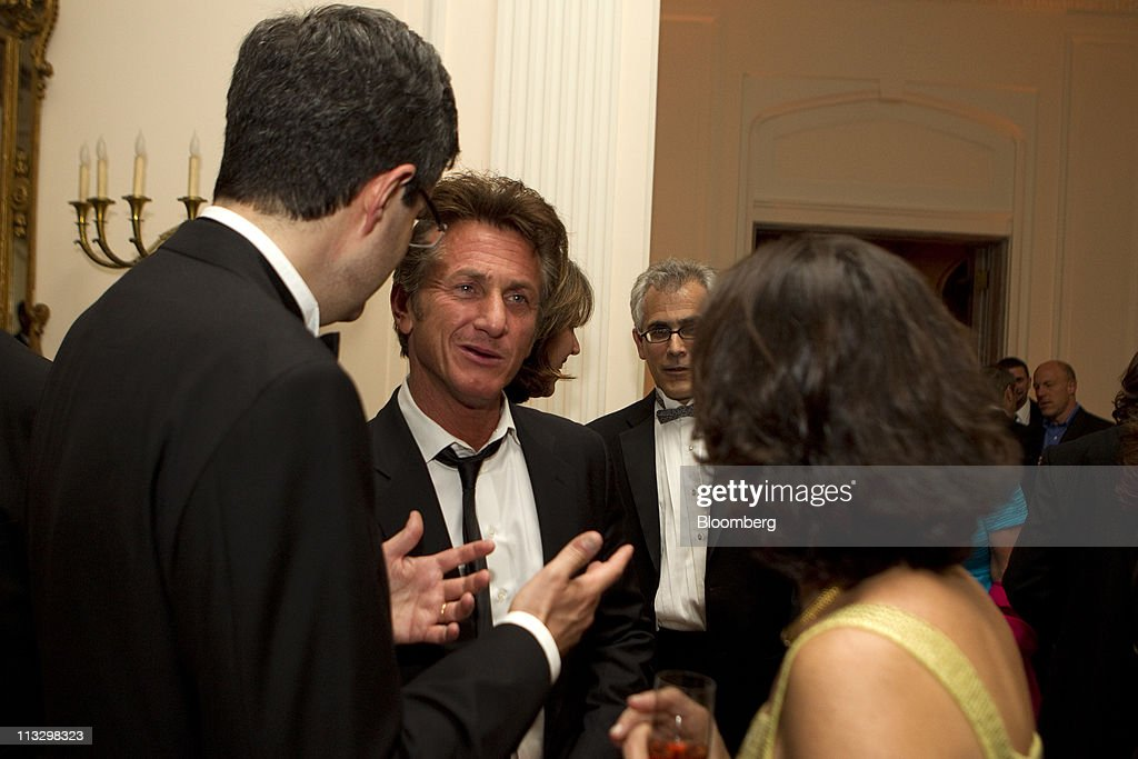 Actor <a gi-track='captionPersonalityLinkClicked' href=/galleries/search?phrase=Sean+Penn&family=editorial&specificpeople=202979 ng-click='$event.stopPropagation()'>Sean Penn</a>, center, attends the Bloomberg Vanity Fair White House Correspondents' Association (WHCA) dinner afterparty in Washington, D.C., U.S., on Saturday, April 30, 2011. The dinner raises money for WHCA scholarships and honors the recipients of the organization's journalism awards. Photographer: Andrew Harrer/Bloomberg via Getty Images