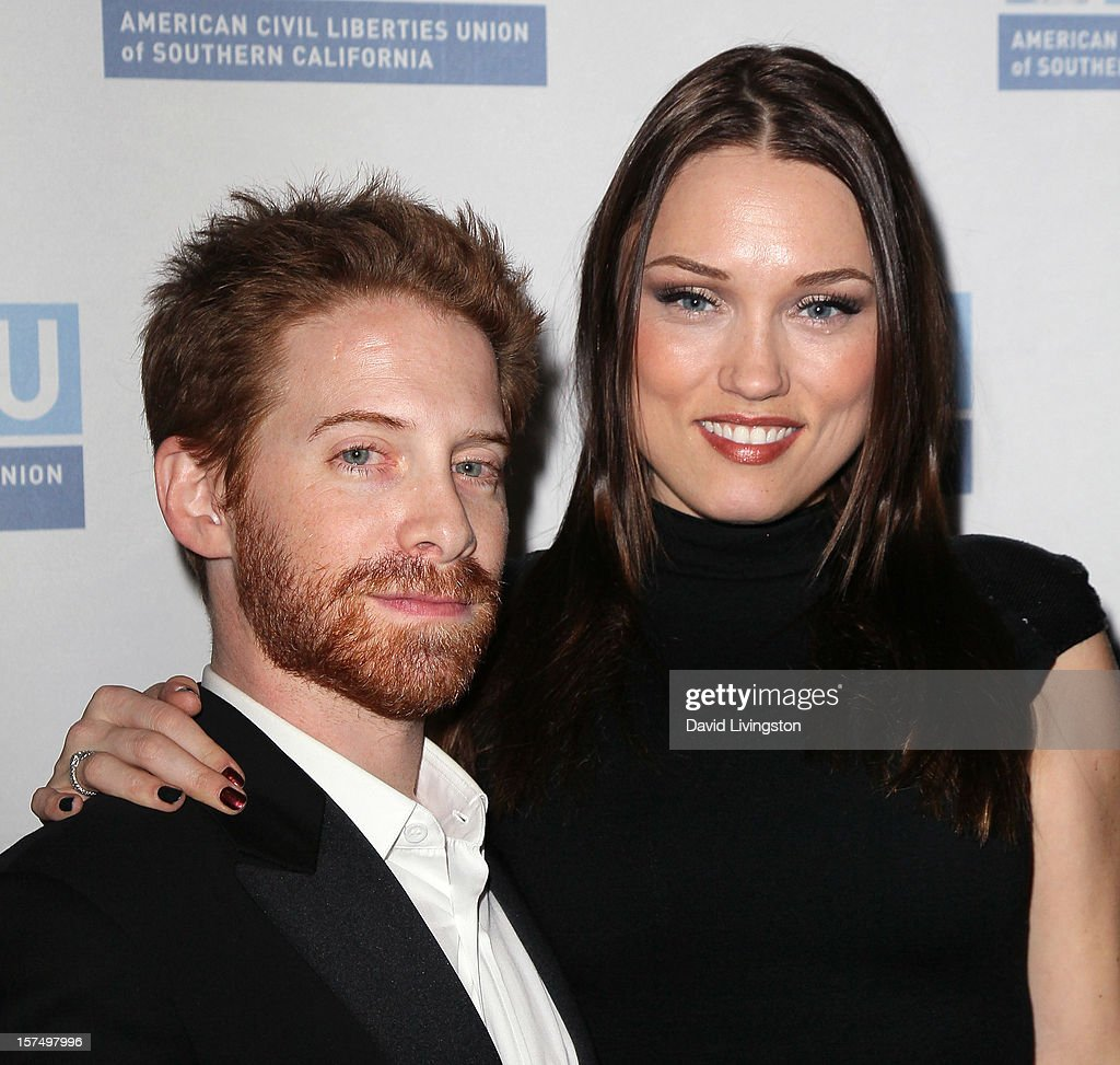 Actor <a gi-track='captionPersonalityLinkClicked' href=/galleries/search?phrase=Seth+Green&family=editorial&specificpeople=206390 ng-click='$event.stopPropagation()'>Seth Green</a> (L) and wife actress <a gi-track='captionPersonalityLinkClicked' href=/galleries/search?phrase=Clare+Grant&family=editorial&specificpeople=4122159 ng-click='$event.stopPropagation()'>Clare Grant</a> attend the ACLU of Southern California's 2012 Bill of Rights Dinner at the Beverly Wilshire Four Seasons Hotel on December 3, 2012 in Beverly Hills, California.