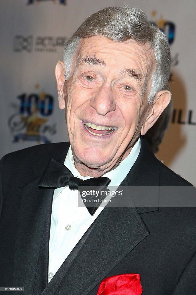 Actor Shelley Berman arrives at the 21st Annual Night of 100 Stars Awards Gala at Beverly Hills Hotel on February 27, 2011 in Beverly Hills, California.