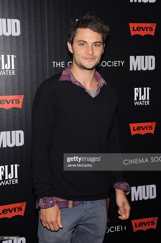 Actor <a gi-track='captionPersonalityLinkClicked' href=/galleries/search?phrase=Shiloh+Fernandez&family=editorial&specificpeople=740672 ng-click='$event.stopPropagation()'>Shiloh Fernandez</a> attends the Cinema Society with FIJI Water & Levi's screening of 'Mud' at The Museum of Modern Art on April 21, 2013 in New York City.