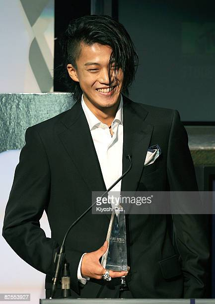 Actor Shun Oguri smiles after receiving the Best 'STUDENT VOICE' Actor award during the MTV Student Voice Awards 2008 at Shinkiba Studio Coast on...