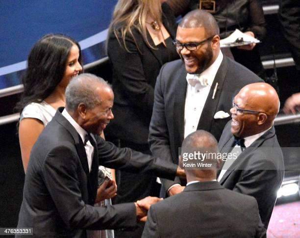 Actor Sidney Poitier and daughter Sydney Tamiia Poitier Tyler Perry and Samuel L Jackson attend the Oscars at the Dolby Theatre on March 2 2014 in...