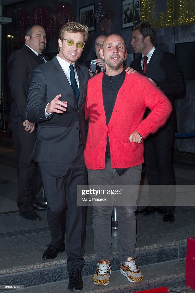 Actor <a gi-track='captionPersonalityLinkClicked' href=/galleries/search?phrase=Simon+Baker&family=editorial&specificpeople=206176 ng-click='$event.stopPropagation()'>Simon Baker</a> (L) and director Dan Mazer (R) attend the 'Mariage A l'Anglaise' (I Give It A Year) Premiere at Cinema UGC Normandie on April 8, 2013 in Paris, France.