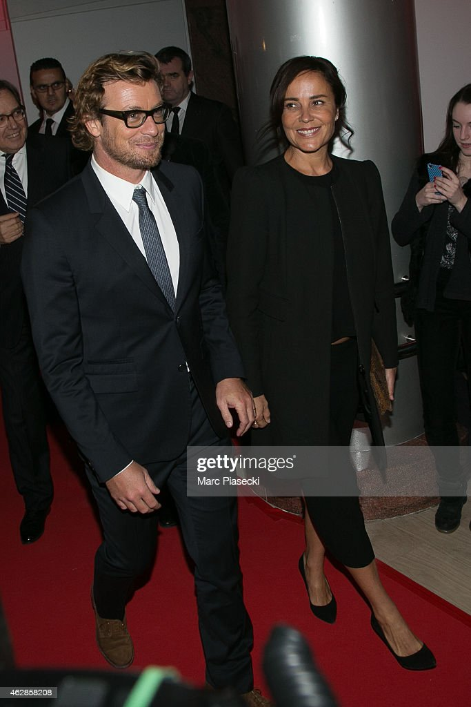 Actor Simon Baker and wife Rebecca Riggs arrive to attend the ...