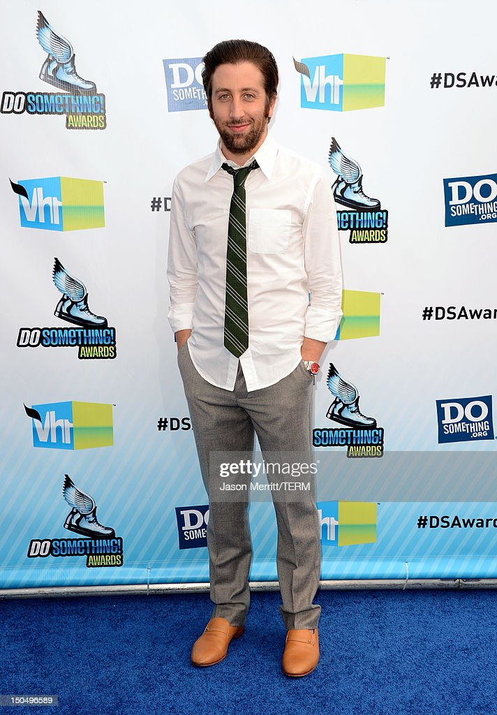 Actor Simon Helberg arrives at the 2012 Do Something Awards at Barker Hangar on August 19, 2012 in Santa Monica, California.