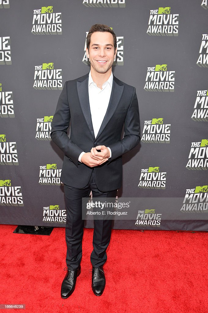 Actor <a gi-track='captionPersonalityLinkClicked' href=/galleries/search?phrase=Skylar+Astin&family=editorial&specificpeople=4463360 ng-click='$event.stopPropagation()'>Skylar Astin</a> arrives at the 2013 MTV Movie Awards at Sony Pictures Studios on April 14, 2013 in Culver City, California.