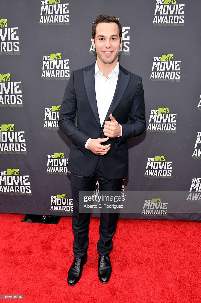 Actor Skylar Astin arrives at the 2013 MTV Movie Awards at Sony Pictures Studios on April 14, 2013 in Culver City, California.