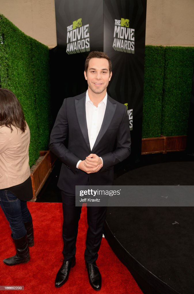 Actor Skylar Astin attends the 2013 MTV Movie Awards at Sony Pictures Studios on April 14, 2013 in Culver City, California.