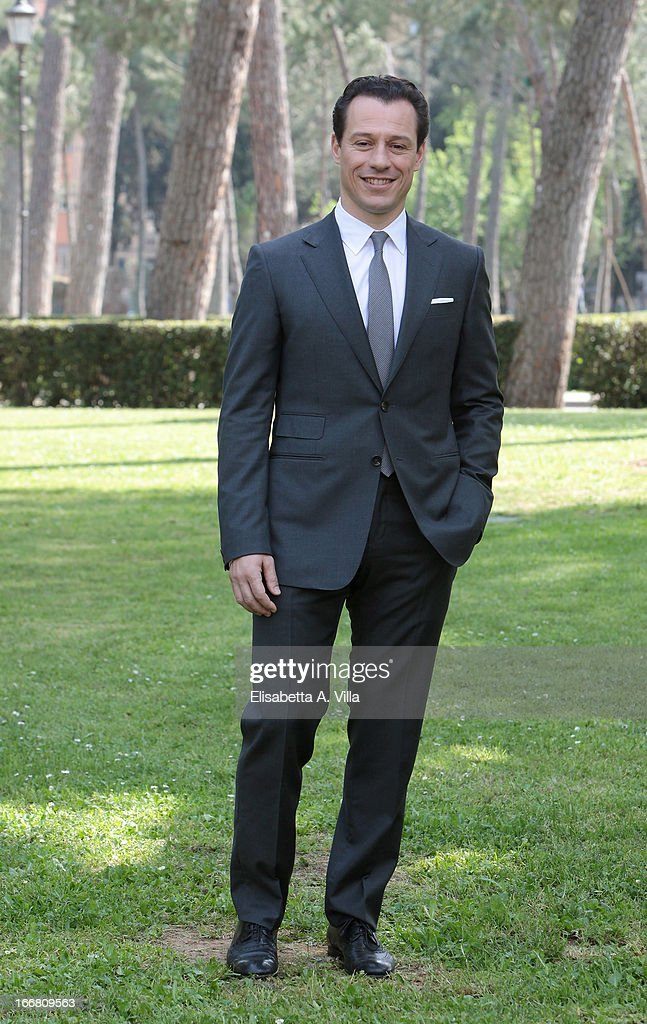 Actor <a gi-track='captionPersonalityLinkClicked' href=/galleries/search?phrase=Stefano+Accorsi&family=editorial&specificpeople=221569 ng-click='$event.stopPropagation()'>Stefano Accorsi</a> attends 'Viaggio Sola' photocall at Villa Borghese on April 17, 2013 in Rome, Italy.
