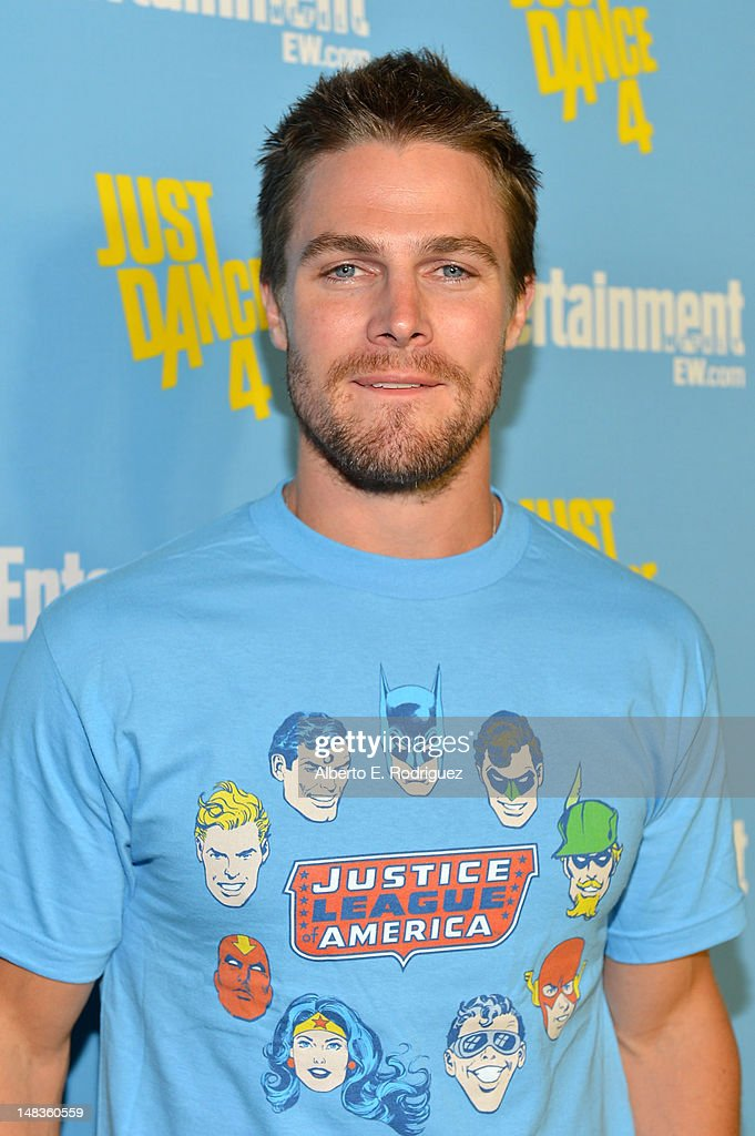 Actor <a gi-track='captionPersonalityLinkClicked' href=/galleries/search?phrase=Stephen+Amell&family=editorial&specificpeople=4500297 ng-click='$event.stopPropagation()'>Stephen Amell</a> attends Entertainment Weekly's 6th Annual Comic-Con Celebration sponsored by Just Dance 4 held at the Hard Rock Hotel San Diego on July 14, 2012 in San Diego, California.