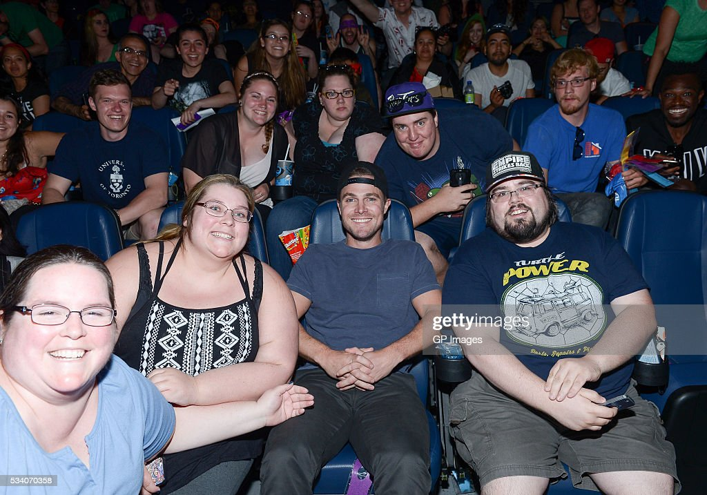Actor <a gi-track='captionPersonalityLinkClicked' href=/galleries/search?phrase=Stephen+Amell&family=editorial&specificpeople=4500297 ng-click='$event.stopPropagation()'>Stephen Amell</a> poses with fans at a special screening of 'Teenage Mutant Ninja Turtles: Out Of The Shadows' at Scotiabank Theatre on May 24, 2016 in Toronto, Canada.