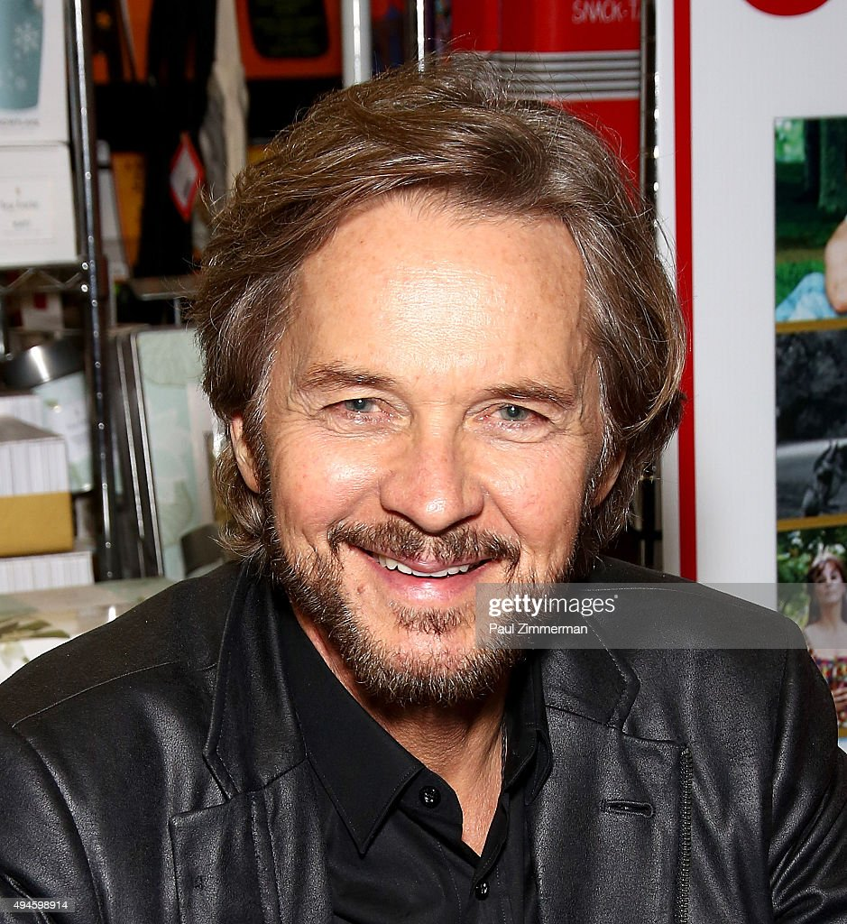 Actor Stephen Nichols attends 'Days Of Our Lives' Book Signing - Books And Greetings - actor-stephen-nichols-attends-days-of-our-lives-book-signing-books-picture-id494598914