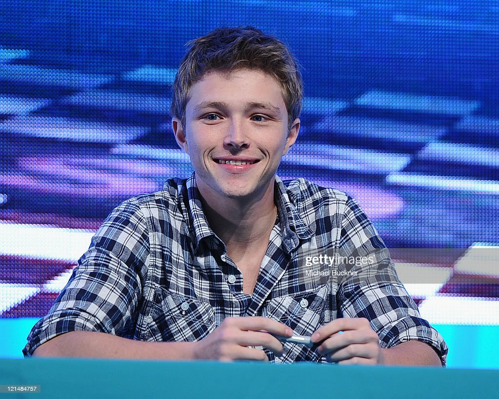 Actor <a gi-track='captionPersonalityLinkClicked' href=/galleries/search?phrase=Sterling+Knight&family=editorial&specificpeople=5666469 ng-click='$event.stopPropagation()'>Sterling Knight</a> attends the Disney Legends Awards Ceremony during the D23 Expo 2011 at the Anaheim Convention Center on August 19, 2011 in Anaheim, California.