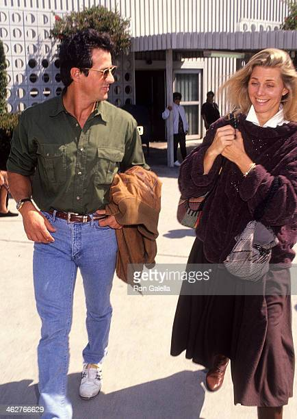 Actor Sylvester Stallone and actress Lindsay Wagner arrive from New York City on September 23 1991 at the Los Angeles International Airport in Los...