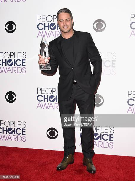 Actor Taylor Kinney winner of Favorite Dramatic TV Actor for 'Chicago Fire' poses in the press room during the People's Choice Awards 2016 at...