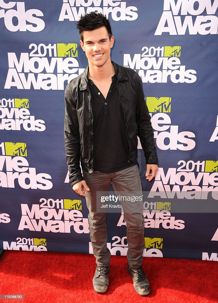 Actor Taylor Lautner arrives at the 2011 MTV Movie Awards at Universal Studios' Gibson Amphitheatre on June 5, 2011 in Universal City, California.