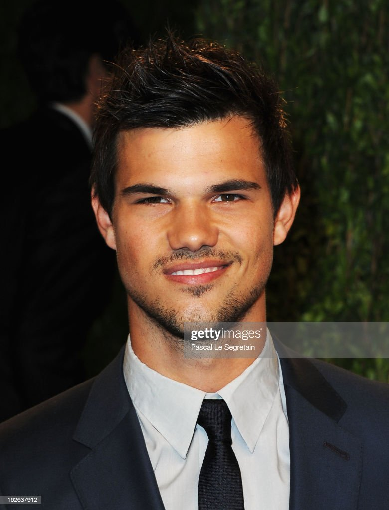 Actor <a gi-track='captionPersonalityLinkClicked' href=/galleries/search?phrase=Taylor+Lautner&family=editorial&specificpeople=228959 ng-click='$event.stopPropagation()'>Taylor Lautner</a> arrives at the 2013 Vanity Fair Oscar Party hosted by Graydon Carter at Sunset Tower on February 24, 2013 in West Hollywood, California.