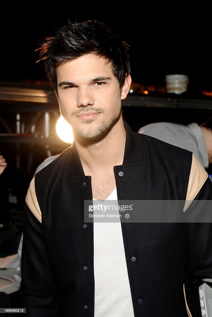 Actor Taylor Lautner attends Cartoon Network's fourth annual Hall of Game Awards at Barker Hangar on February 15, 2014 in Santa Monica, California.
