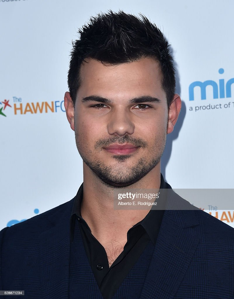 Actor <a gi-track='captionPersonalityLinkClicked' href=/galleries/search?phrase=Taylor+Lautner&family=editorial&specificpeople=228959 ng-click='$event.stopPropagation()'>Taylor Lautner</a> attends Goldie Hawn's Annual Goldie's Love In For Kids on May 06, 2016 in Beverly Hills, California.