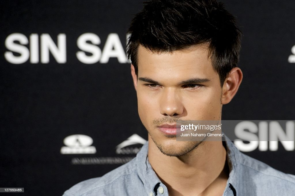 Actor Taylor Lautner attends 'Sin Salida' photocall at Santo Mauro Hotel on September 29 2011 in Madrid Spain