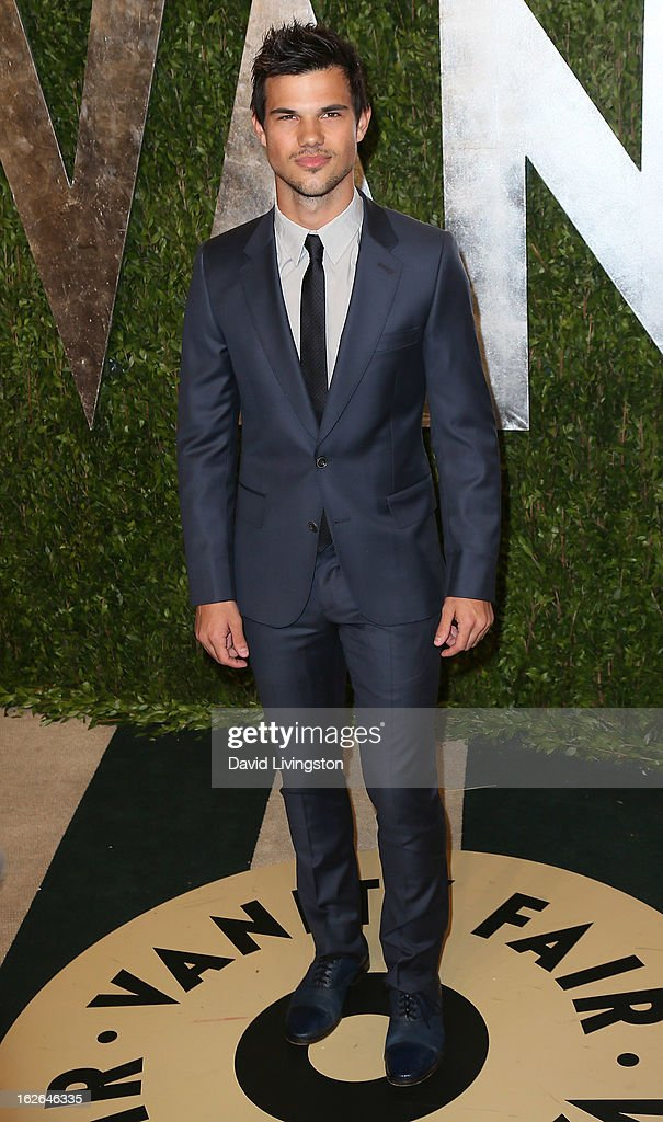 Actor Taylor Lautner attends the 2013 Vanity Fair Oscar Party at the Sunset Tower Hotel on February 24, 2013 in West Hollywood, California.