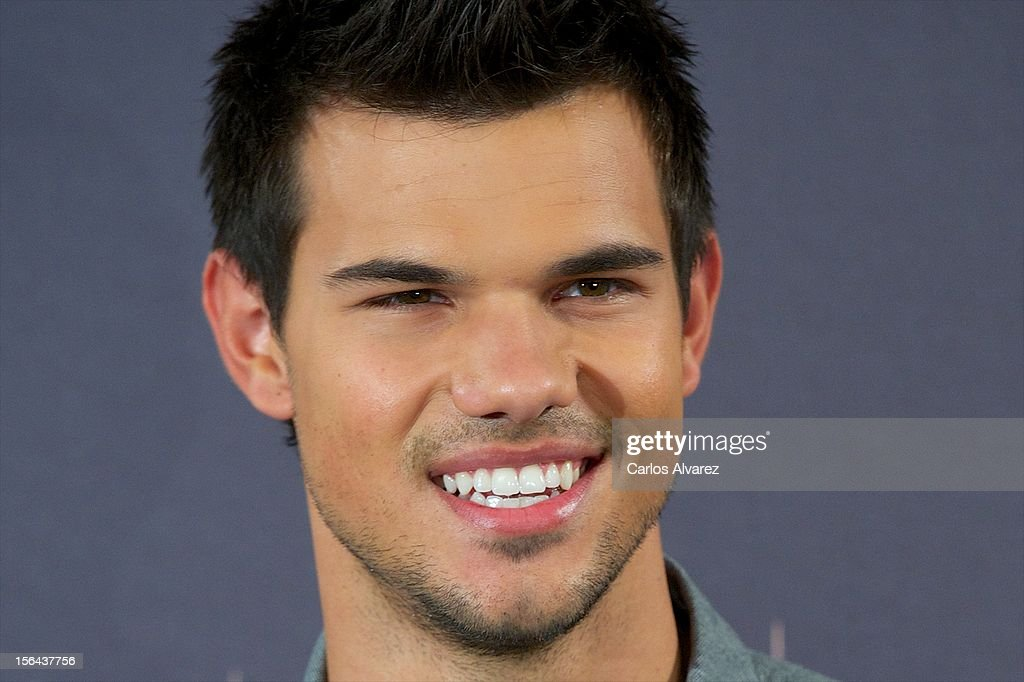 Actor Taylor Lautner attends the 'The Twilight Saga: Breaking Dawn - Part 2' (La Saga Crepusculo: Amanecer Parte 2) photocall at the Villamagna Hotel on November 15, 2012 in Madrid, Spain.