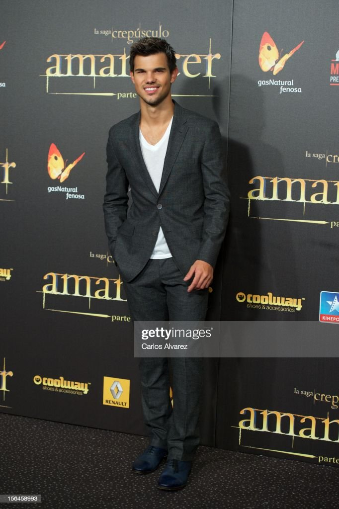 Actor Taylor Lautner attends the 'The Twilight Saga: Breaking Dawn - Part 2' (La Saga Crepusculo: Amanecer Parte 2) premiere at the Kinepolis cinema on November 15, 2012 in Madrid, Spain.