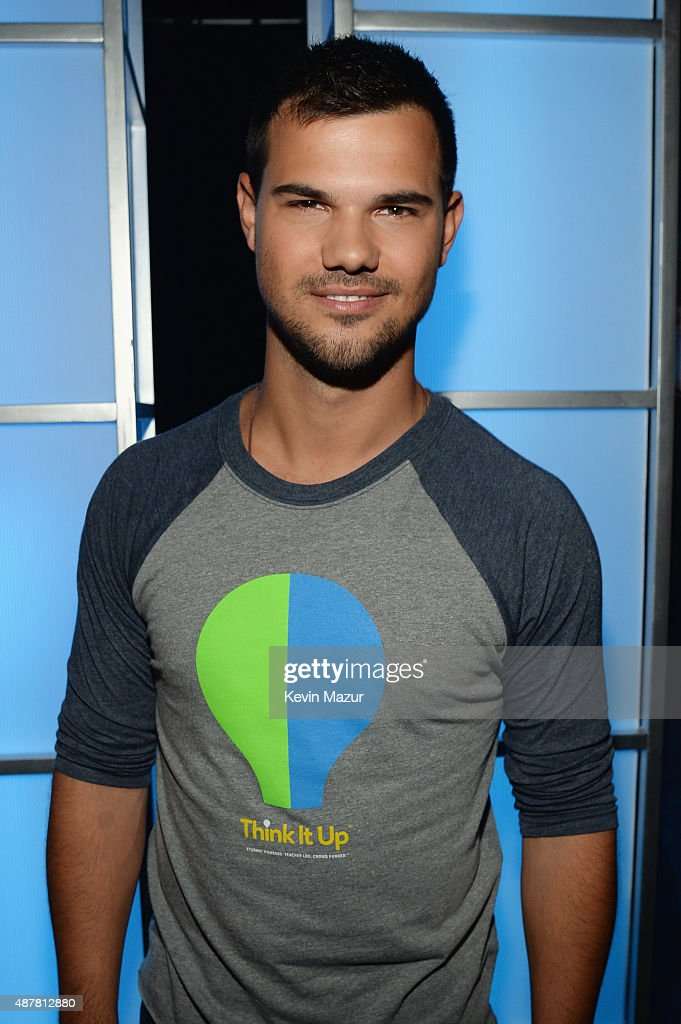 Actor <a gi-track='captionPersonalityLinkClicked' href=/galleries/search?phrase=Taylor+Lautner&family=editorial&specificpeople=228959 ng-click='$event.stopPropagation()'>Taylor Lautner</a> attends the Think It Up education initiative telecast for teachers and students, hosted by Entertainment Industry Foundation at Barker Hangar on September 11, 2015 in Santa Monica, California.
