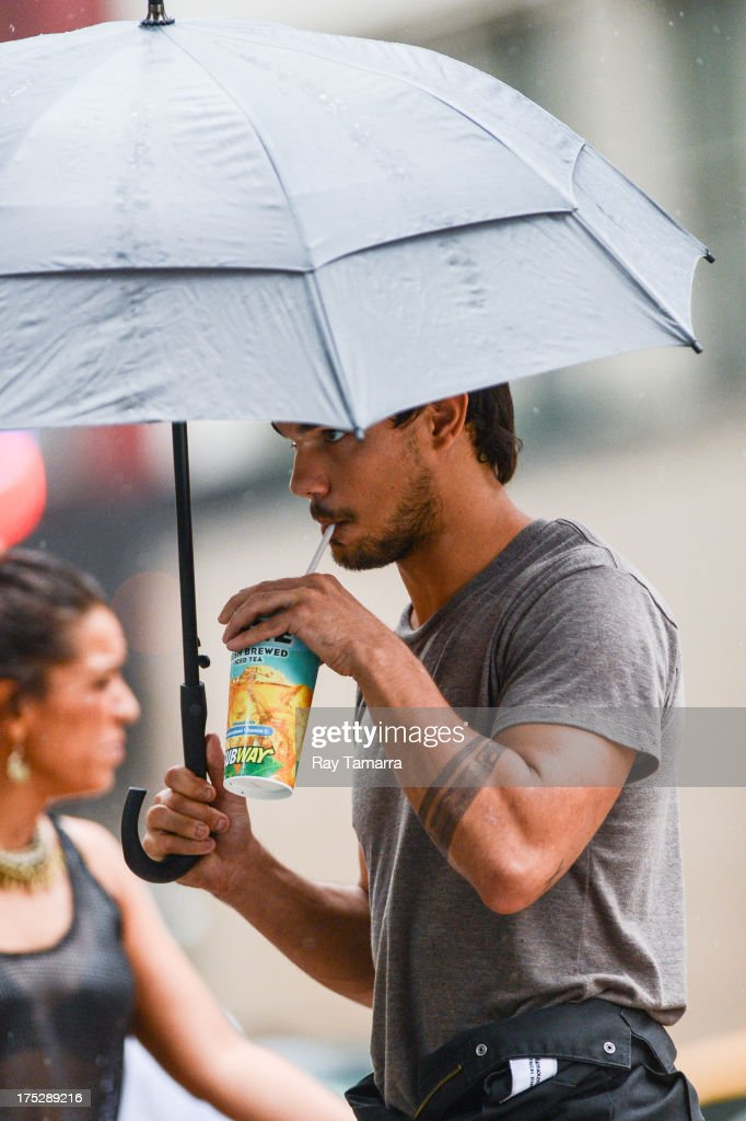 Actor Taylor Lautner enters the 'Tracers' movie set in Midtown Manhattan on August 1 2013 in New York City