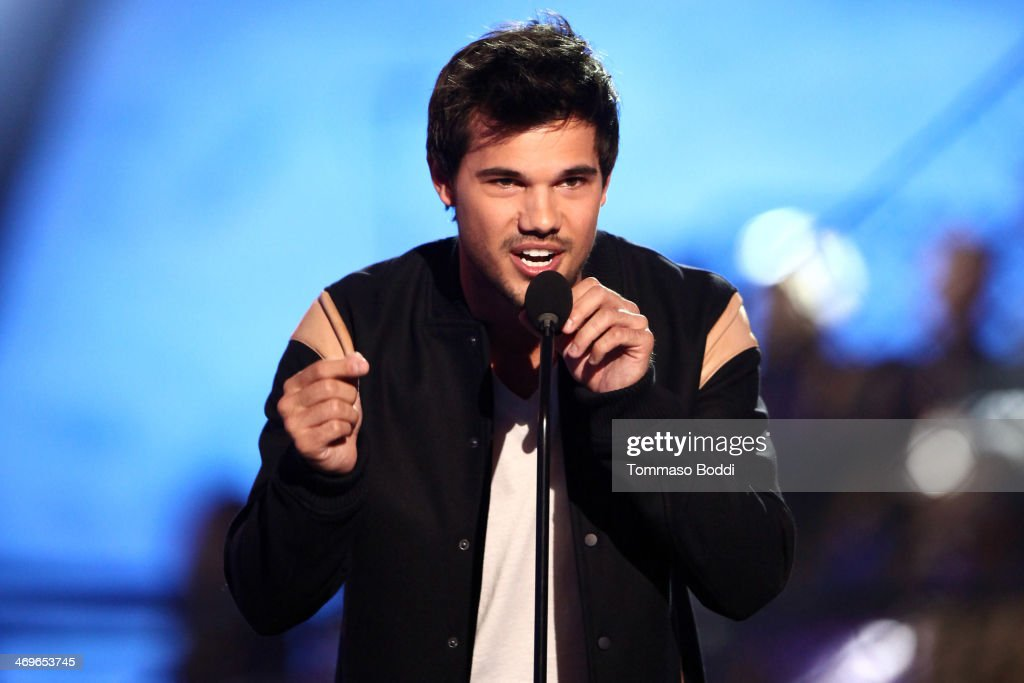 Actor <a gi-track='captionPersonalityLinkClicked' href=/galleries/search?phrase=Taylor+Lautner&family=editorial&specificpeople=228959 ng-click='$event.stopPropagation()'>Taylor Lautner</a> speaks onstage during the 4th Annual Cartoon Network Hall Of Game Awards held at the Barker Hangar on February 15, 2014 in Santa Monica, California.