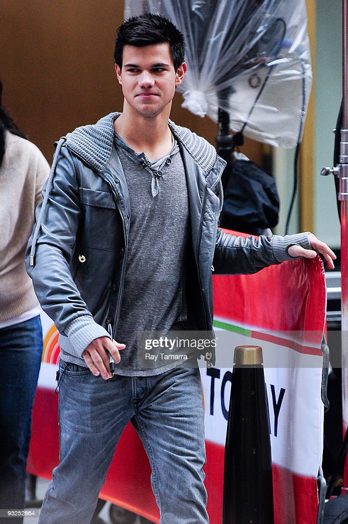 Actor <a gi-track='captionPersonalityLinkClicked' href=/galleries/search?phrase=Taylor+Lautner&family=editorial&specificpeople=228959 ng-click='$event.stopPropagation()'>Taylor Lautner</a> visits the 'Today Show' taping at NBC Studios on November 20, 2009 in New York City.