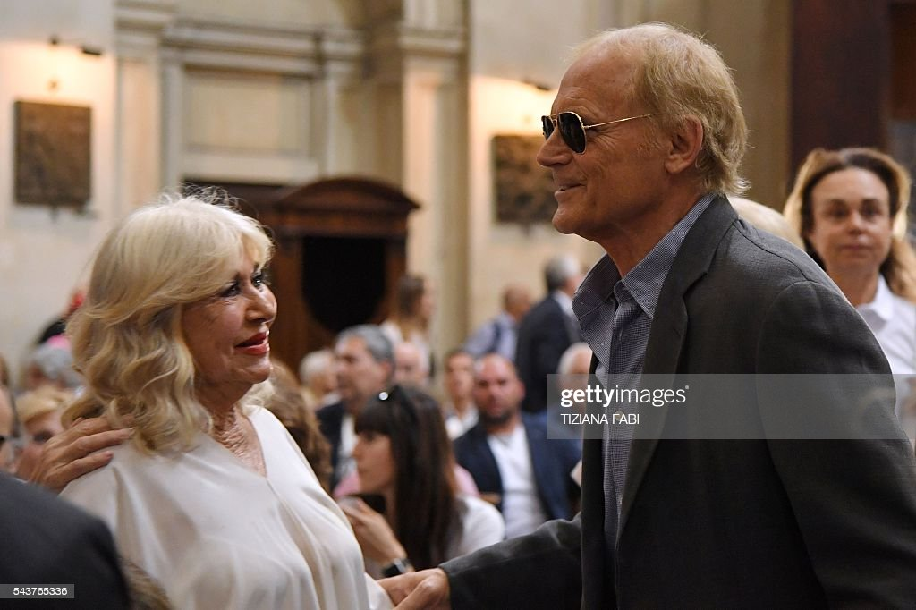 Actor Terence Hill (R), whose real name is Mario Girotti, arrives at the funeral of Italian actor Bud Spencer, born Carlo Pedersoli, at the church of the artists, Santa Maria in Montesanto, on June 30, 2016 at Piazza del Popolo in Rome. Bud Spencer who starred in a string of spaghetti westerns, died on June 27 in Rome aged 86. Spencer, born in Italy in 1929, played in 16 films alongside Terence Hill. / AFP / TIZIANA