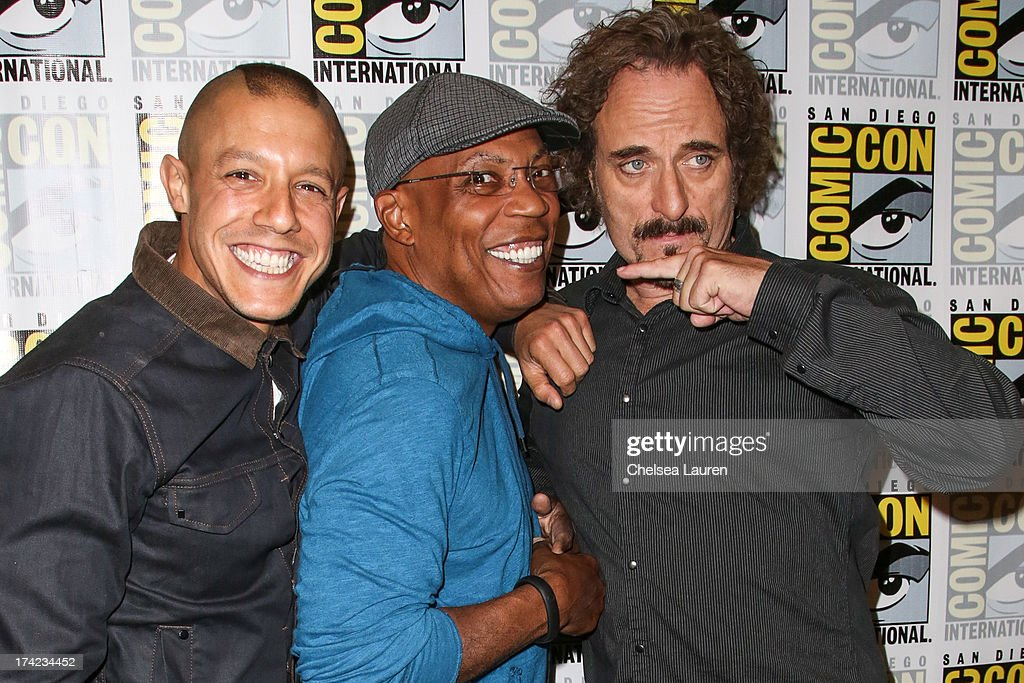 Actor <a gi-track='captionPersonalityLinkClicked' href=/galleries/search?phrase=Theo+Rossi&family=editorial&specificpeople=4015330 ng-click='$event.stopPropagation()'>Theo Rossi</a>, director/producer <a gi-track='captionPersonalityLinkClicked' href=/galleries/search?phrase=Paris+Barclay&family=editorial&specificpeople=792316 ng-click='$event.stopPropagation()'>Paris Barclay</a> and actor <a gi-track='captionPersonalityLinkClicked' href=/galleries/search?phrase=Kim+Coates&family=editorial&specificpeople=678530 ng-click='$event.stopPropagation()'>Kim Coates</a> attend the 'Sons of Anarchy' press line during day 4 of Comic-Con International on July 21, 2013 in San Diego, California.