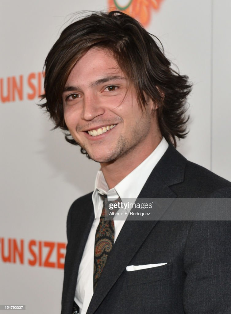 Actor <a gi-track='captionPersonalityLinkClicked' href=/galleries/search?phrase=Thomas+McDonell&family=editorial&specificpeople=7488870 ng-click='$event.stopPropagation()'>Thomas McDonell</a> arrives to the premiere of Paramount Pictures' 'Fun Size' at Paramount Theater on the Paramount Studios lot on October 25, 2012 in Hollywood, California.