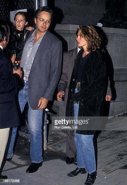 Actor Tim Robbins and actress Julia Roberts attend the Fall 1994 Fashion Week Todd Oldham Fashion Show on April 7 1994 at Bryant Park in New York City