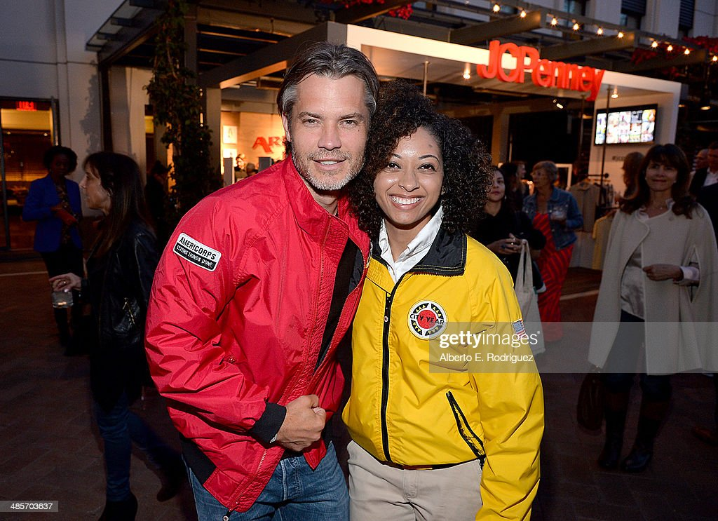 Actor <a gi-track='captionPersonalityLinkClicked' href=/galleries/search?phrase=Timothy+Olyphant&family=editorial&specificpeople=589275 ng-click='$event.stopPropagation()'>Timothy Olyphant</a> (L) and City Year Los Angeles AmeriCorps member attend the City Year Los Angeles 'Spring Break' Fundraiser at Sony Studios on April 19, 2014 in Los Angeles, California.