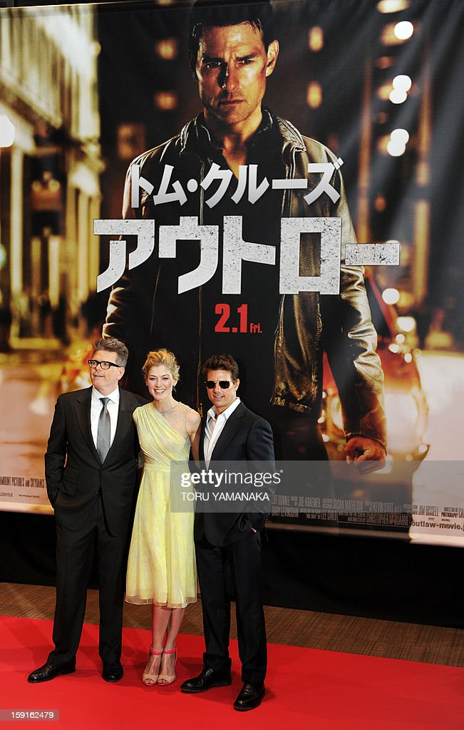US actor Tom Cruise (R), actress Rosamund Pike (C) and director Christopher McQuarrie (L) pose for photographers upon their arrival for the Japan Premiere of their latest movie, 'Jack Reacher' in Tokyo on January 9, 2013. The film will be shown nation wide from Feburary 1. AFP PHOTO/Toru YAMANAKA