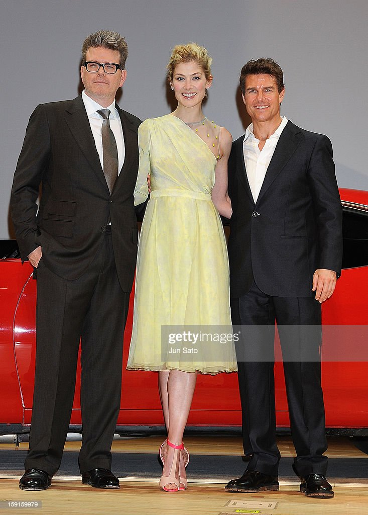 Actor Tom Cruise, actress <a gi-track='captionPersonalityLinkClicked' href=/galleries/search?phrase=Rosamund+Pike&family=editorial&specificpeople=208910 ng-click='$event.stopPropagation()'>Rosamund Pike</a> and director Christopher McQuarrie attend the 'Jack Reacher' Japan Premiere at Tokyo International Forum on January 9, 2013 in Tokyo, Japan.