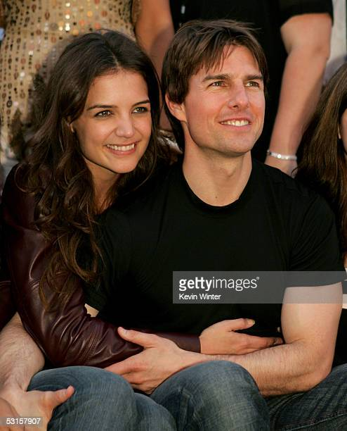 Actor Tom Cruise and actress Katie Holmes arrive at the Los Angeles Fan Screening of 'War of the Worlds' at the Grauman's Chinese Theatre on June 27...