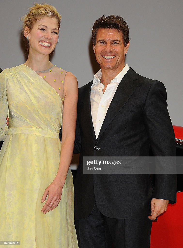 Actor <a gi-track='captionPersonalityLinkClicked' href=/galleries/search?phrase=Tom+Cruise&family=editorial&specificpeople=156405 ng-click='$event.stopPropagation()'>Tom Cruise</a> and actress <a gi-track='captionPersonalityLinkClicked' href=/galleries/search?phrase=Rosamund+Pike&family=editorial&specificpeople=208910 ng-click='$event.stopPropagation()'>Rosamund Pike</a> attend the 'Jack Reacher' Japan Premiere at Tokyo International Forum on January 9, 2013 in Tokyo, Japan.