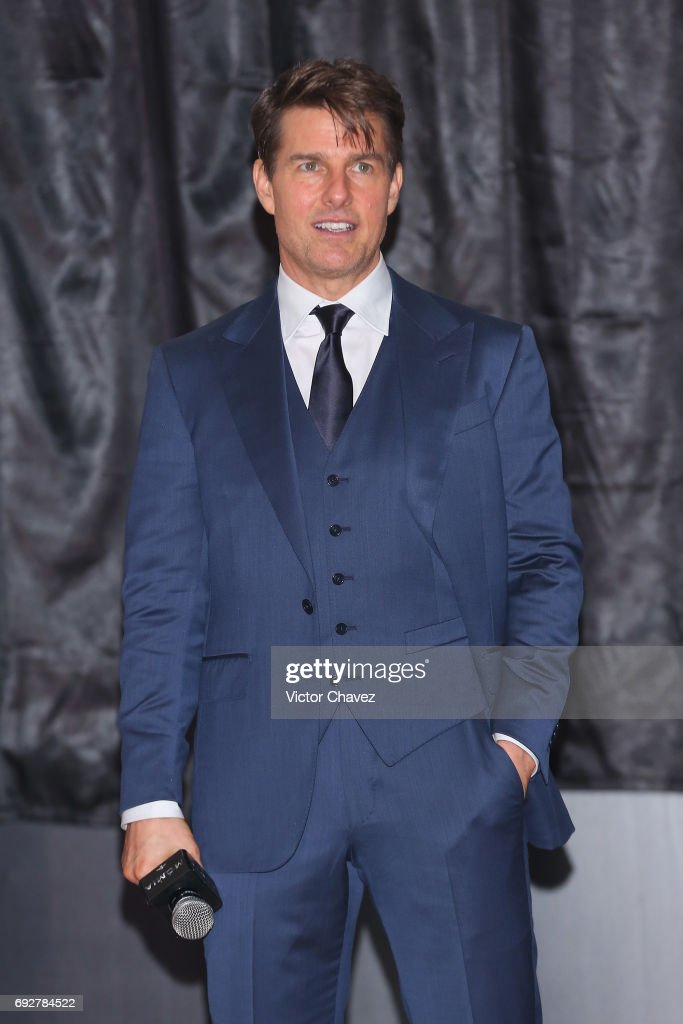 Actor Tom Cruise attends the unveiling of an art poster inspired by the film 'The Mummy' made by artist Ricardo Garcia 'Kraken' at Museo Soumaya on June 5, 2017 in Mexico City, Mexico.