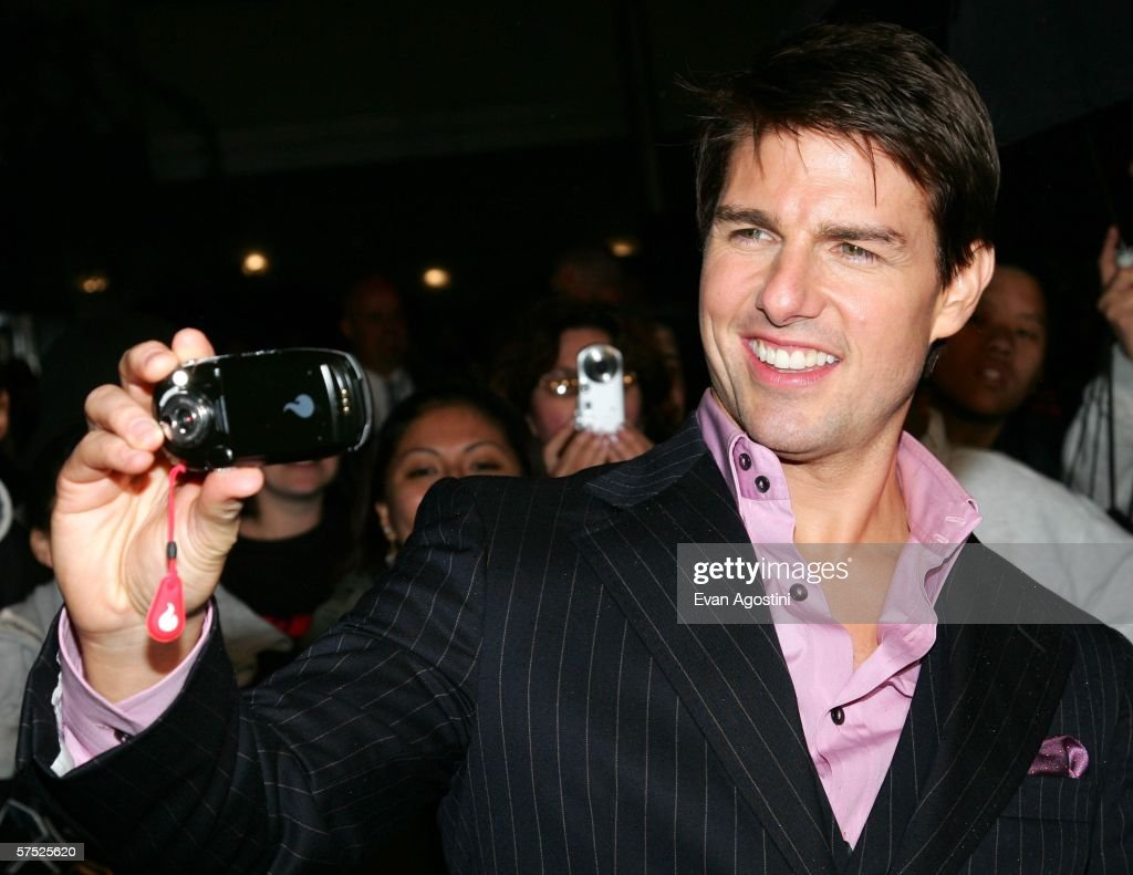 Actor Tom Cruise examines a digital image of fans at the 'Mission: Impossible III' premiere at the Ziegfeld Theatre May 3, 2006 in New York City.