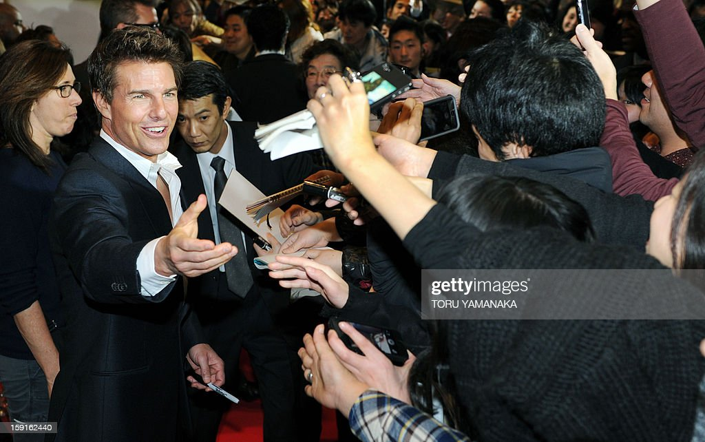 US actor Tom Cruise (L) is welcomed by Japanese fans upon his arrival for the Japan Premiere of his latest movie, 'Jack Reacher' in Tokyo on January 9, 2013. The film will be shown nation wide from Feburary 1. AFP PHOTO/Toru YAMANAKA