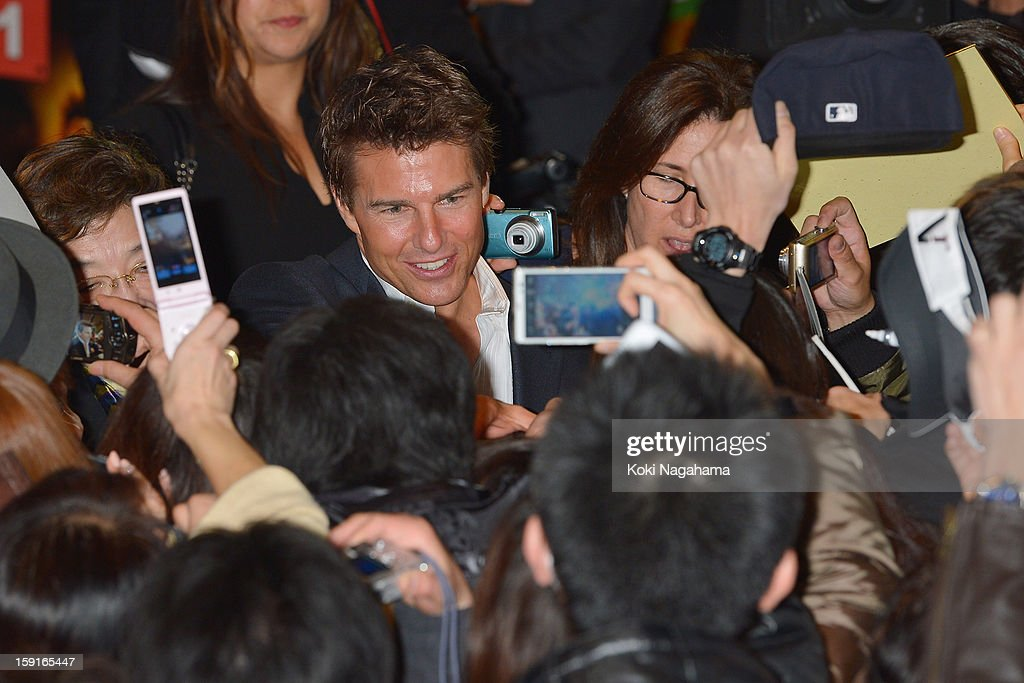 Actor Tom Cruise poses during the 'Jack Reacher' Japan Premiere at Tokyo International Forum on January 9, 2013 in Tokyo, Japan.
