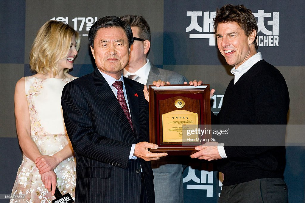 Actor <a gi-track='captionPersonalityLinkClicked' href=/galleries/search?phrase=Tom+Cruise&family=editorial&specificpeople=156405 ng-click='$event.stopPropagation()'>Tom Cruise</a> poses for media after receive an certificate honorary citizenship of the Busan City by Busan City mayor, Huh Nam-Shik during the 'Jack Reacher' Fan Screening at Busan Cinema Center on January 10, 2013 in Busan, South Korea. The film will open on January 17 in South Korea.