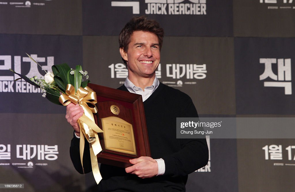 Actor <a gi-track='captionPersonalityLinkClicked' href=/galleries/search?phrase=Tom+Cruise&family=editorial&specificpeople=156405 ng-click='$event.stopPropagation()'>Tom Cruise</a> recieves an honorary citizens of the Busan City from Busan City mayor during the 'Jack Reacher' Fan Screening at Busan Cinema Center on January 10, 2013 in Busan, South Korea. The film will open on January 17 in Korea.
